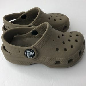 Boys crocs slippers Color brown size C6